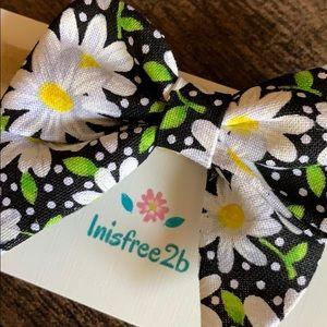 Inisfree2b Accessories - Handmade 3in Daisy hair bow with nylon band
